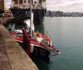 Столкновение с рифом привело к поломке судна и травме шкипера