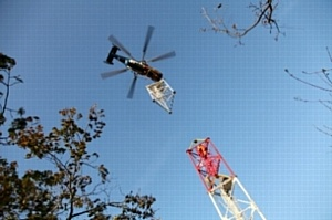 Монтаж антенно-мачтовых сооружений сети TETRA для Олимпиады-2014 ведется с использованием вертолетной авиации