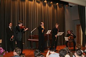 Швейцарский виртуоз Мишель Тирабоско принял участие в благотворительном концерте Интернет-портала bezgraniz.ru