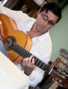 Гитара составлено из двух санскритских слов: «гита»- песня, «ра»- солнце