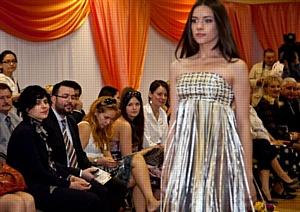 Компания Avon помогла московским выпускникам подготовиться к школьному балу
