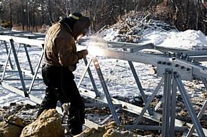 Сильные морозы не выбили из графика строителей cпецперехода через р. Амур
