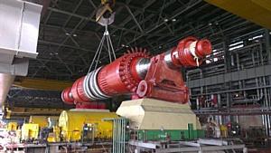 Ротор генератора нового турбоагрегата Новочебоксарской ТЭЦ-3 заведен в статор