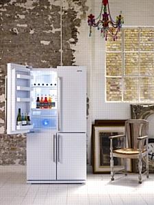 Четырехдверные холодильники Smeg – теперь в черном и белом цвете