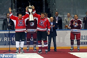Завод-партнер ООО «Глобал Инсулэйтор Групп» поддержал хоккейную команду «Lafarge-Метеорит»