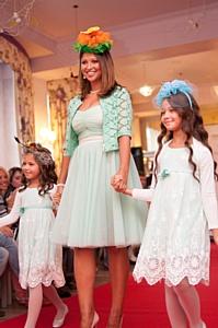 Звездные мамы показали модные тренды в кафе АндерСон