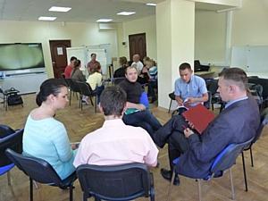 Тренер Зифа Димитриева проводит тренинг Деловые переговоры со второй группой специалистов АК Алроса