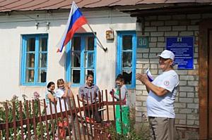 Активисты ОНФ в Татарстане провели акцию ко Дню Государственного флага
