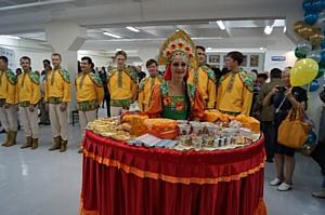 Более 100 сортов знаменитых алтайских сыров были представлены на ярмарке в Новосибирске