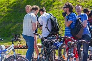 Позитроника прокатилась на велосипеде по Пскову