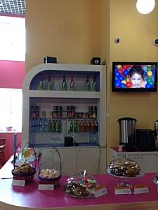 Ручное производство в кафе-кондитерской детского клуба «Игрушки».