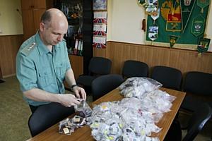 Брянские таможенники пресекли попытку незаконного вывоза серебряных ювелирных изделий