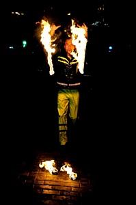 Первая пожарная команда, которая зажигает