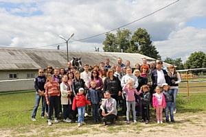 Работники Брянскэнерго и члены их семей побывали с экскурсией на одном из лучших конезаводов страны