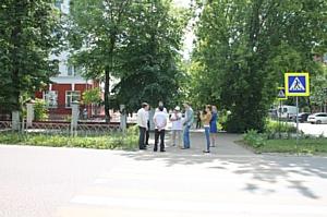 Активисты ОНФ выявили недостатки в оборудовании пешехода около ивановской школы № 23