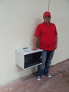 NETbox SOHO � ��������� � ���� 19-�������� ��������� �����������.