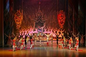 """Новогодняя ёлка в Культурном Центре ЗИЛ: """"Щелкунчик и Король Мышей"""""""