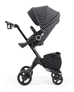 Stokke® Xplory® True Black со стилевым полосатым комплектом для коляски White Stripe Style Kit