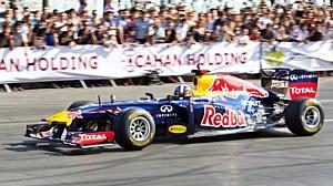 Команда RedBull Racing при участии Total стала трехкратным чемпионом мира Формулы-1