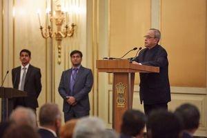 В мае президент Индии Пранаб Мукерджи встретился с директором Центра индийской культуры в Москве.