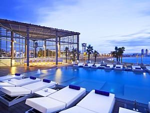 Отель W Barcelona открывает летний сезон