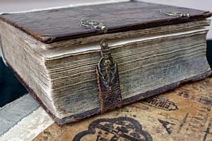 Брянская таможня передала в краеведческий музей церковные фолианты