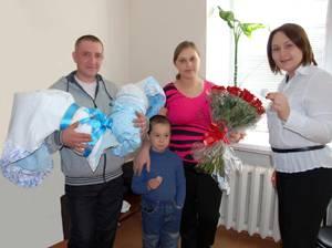 Новосибирский Муниципальный банк поздравил близнецов