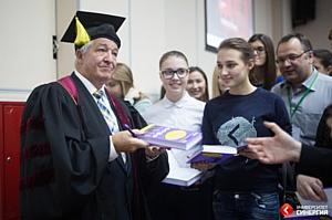 Аллану Пизу  была вручена профессорская мантия Школы Бизнеса Университета «Синергия»