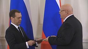 Дмитрий Медведев вручил Александру Лапину премию Правительства РФ
