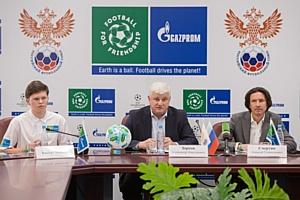 Международный день футбола и дружбы отметили в школах десятков стран