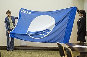 Пляж КК «Аквамарин» награжден международным  сертификатом качества «Голубой флаг»