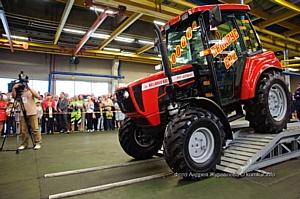 Бобруйский завод тракторных деталей и агрегатов выпустил 10 000-ый трактор
