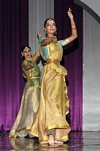 "Нелли Агафонова  на празднике ""Холи Мела"" 2012 и 6-м конкурсе индийского танца"