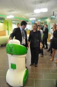 Хилари Клинтон посетила офис «Молодежный» Дальневосточного Сбербанка