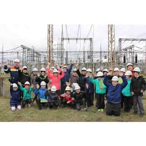 Сосновоборские школьники побывали на «Узловой» подстанции города