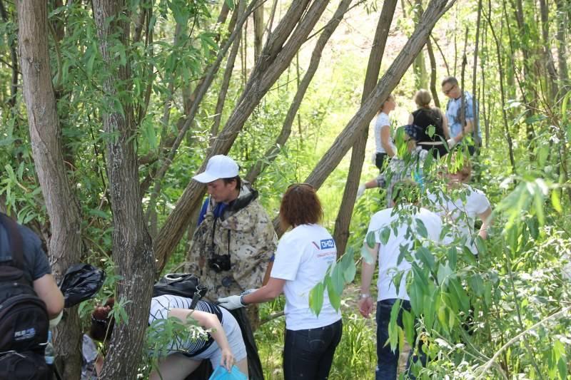 Активисты ОНФ в Коми приняли участие в акции «Речная лента» по очистке берега реки Сысола от мусора