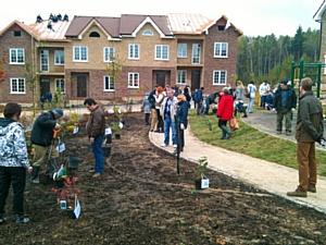 Жители Домодедово Таун посадили именные плодовые деревья