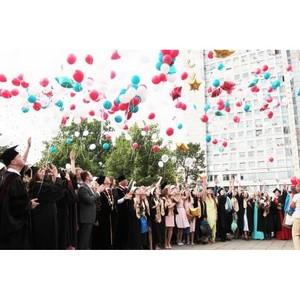 Дипломы с отличием вручили выпускникам Московского государственного строительного университета