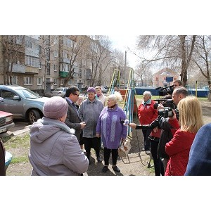 Активисты Народного фронта провели встречу с жителями Оренбурга по благоустройству дворов