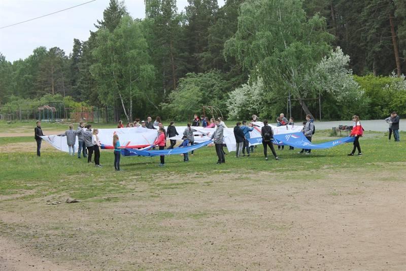 Челябинские активисты ОНФ провели флешмоб в честь Дня России