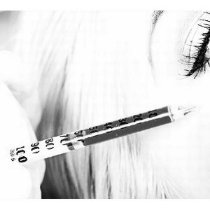 Косметические нити и гели из лихих 90-х могут быть опасны для лица