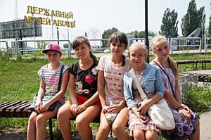 Социально незащищенные школьники посетили Государственный музей авиации
