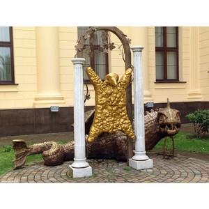 Забавные памятники: памятник Золотое руно в Сочи