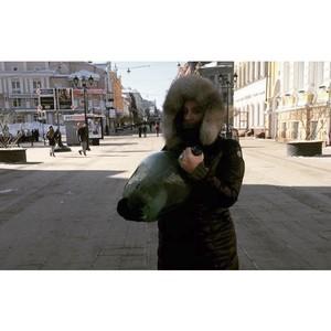 Елена Ваенга купила в Нижнем Новгороде гигантскую бутыль для самогона.