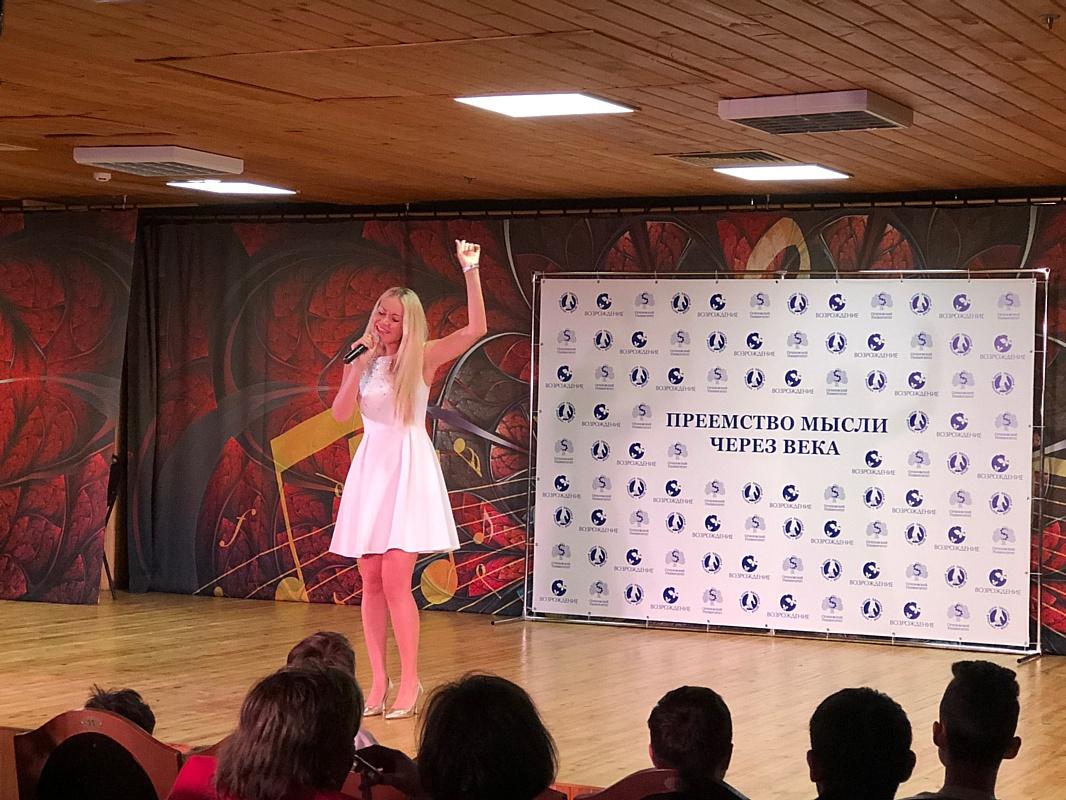 Виктория Ланевская и Александр Збруев подарили праздник детям