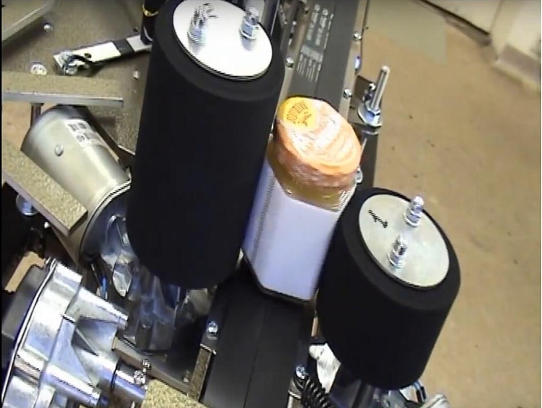Новая модификация этикетировочной машины для шестигранной, квадратной и эллиптической тары