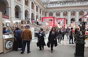 Видеосюжет интернет-канала Expocom.tv о выставках «Подарки. Осень 2013» - «Новый Год Экспо»