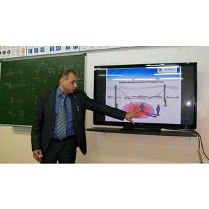 Белгородские энергетики провели для водителей автошколы ДОСААФ семинар
