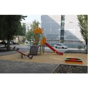 Активисты ОНФ обеспокоены качеством благоустройства двора в Воронеже