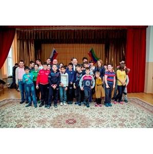 «Фронтовики» провели благотворительную акцию в детском доме Каспийска
